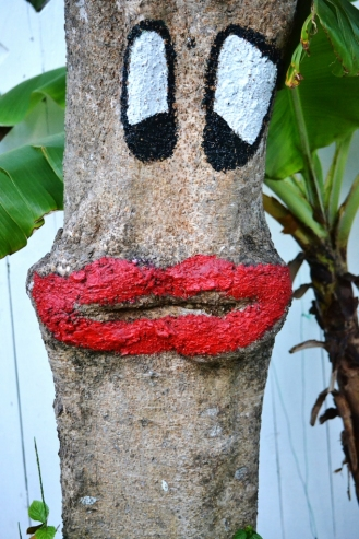 FACE PAINTED ON TREE (683x1024)