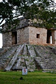 0 Dzibilchaltun temple (683x1024)