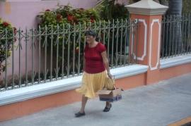 lady on street (800x533)